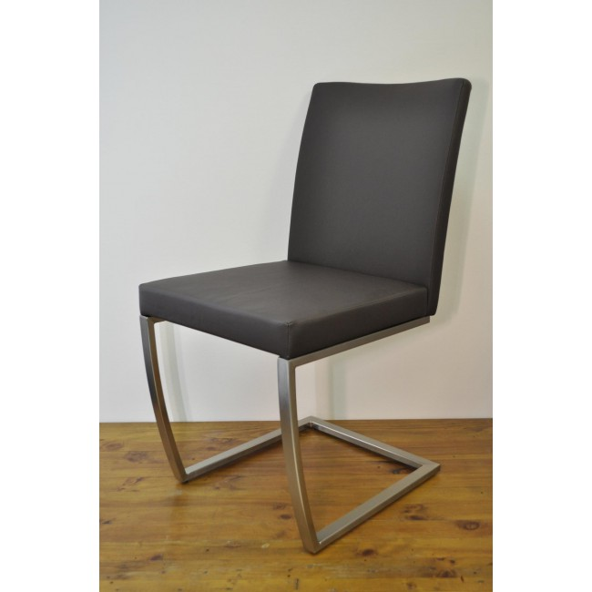 Krzesło Victoria - Ekoskóra brąz, stelaż stal szlachetna, szczotkowana.